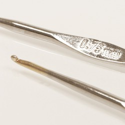Drops haaknaald 1.0mm - 13 cm - staal