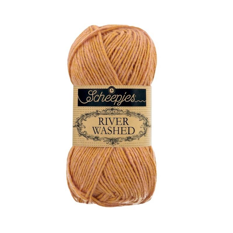 Scheepjes River Washed 960 Murray beige roze